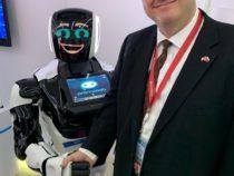 Генконсул США «подружился» с российским роботом