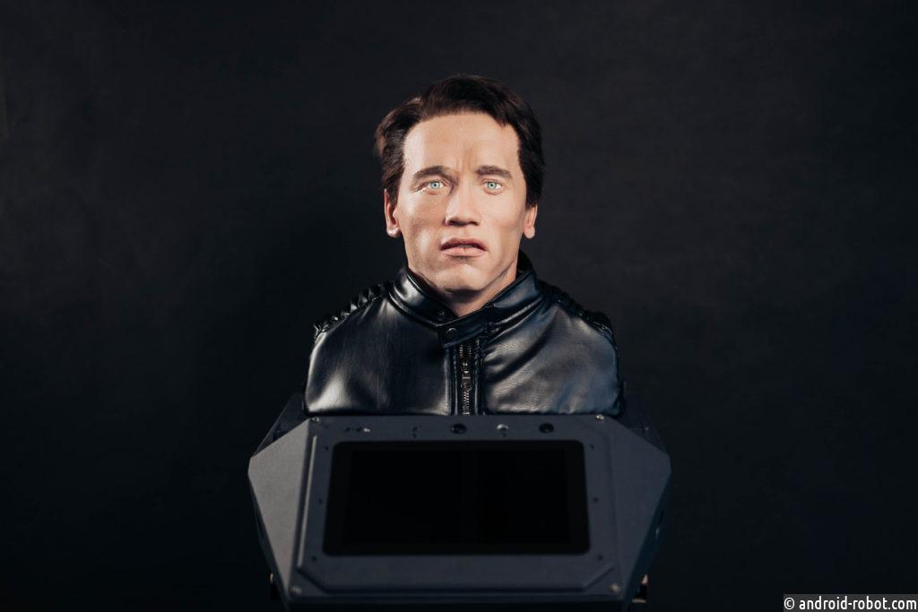 Российские разработчики показали Шварценеггеру робота-двойника