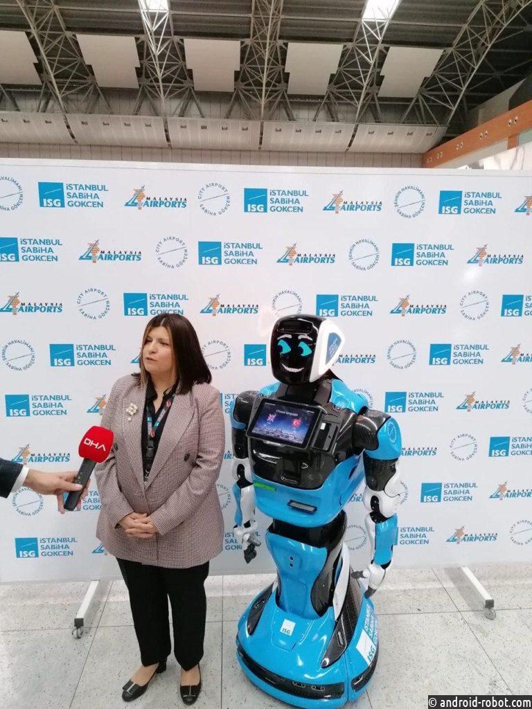 В международном аэропорту Стамбула пассажиров встречает российский робот
