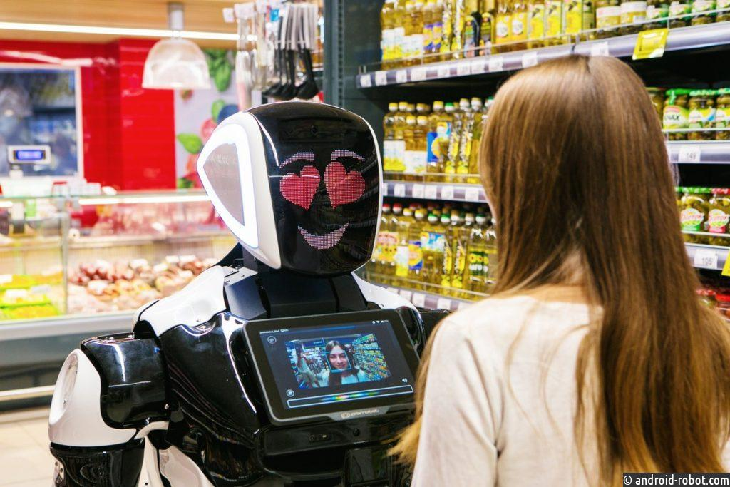 Один из супермаркетов Walmart принял на работу российского робота