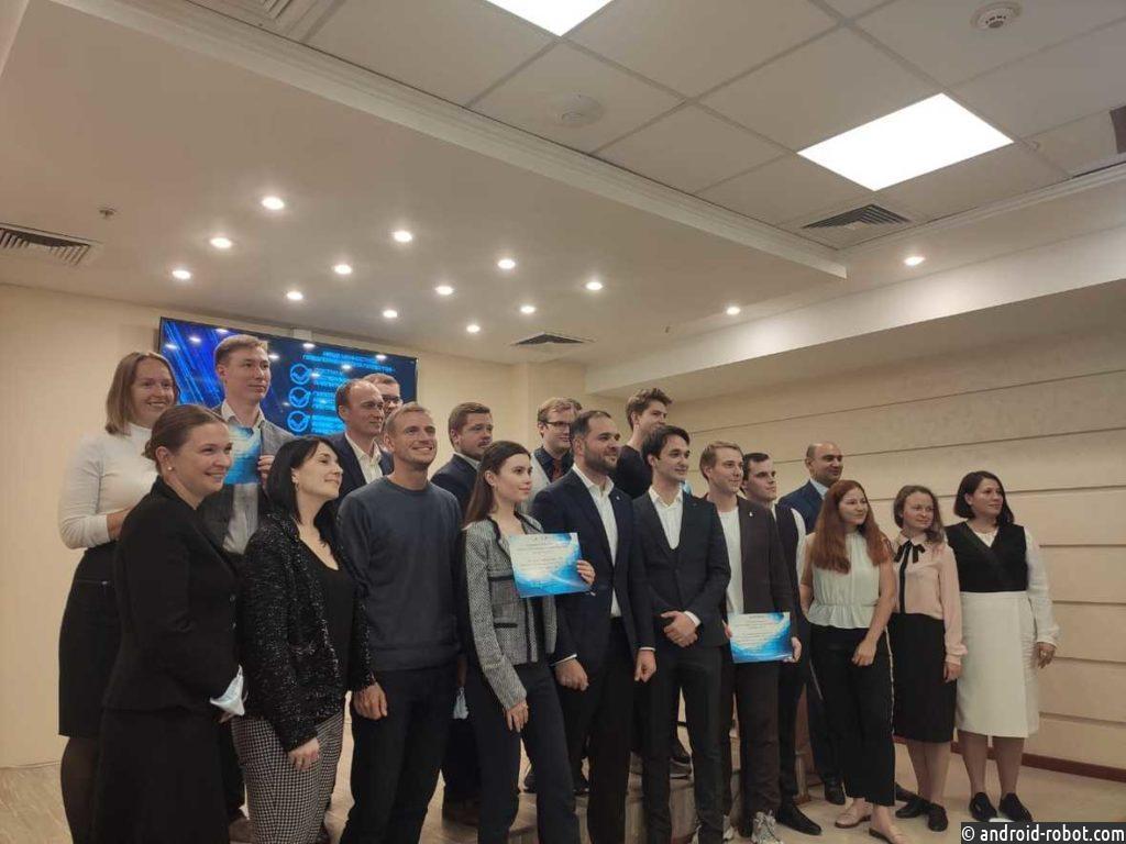 Главный приз от РХТУ получила разработка высокопреломляющих стекол для устройств дополненной реальности (AR)