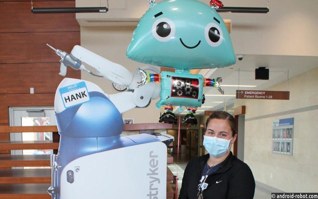 Робот HANK выполняет ортопедические операции