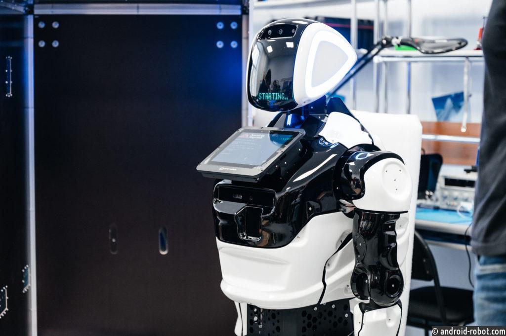 Студенты Томского политеха первыми в России будут изучать роботов на новом оборудовании