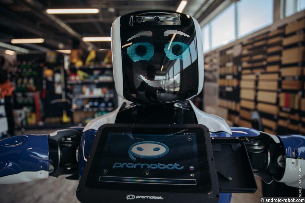 Крупнейший супермаркет товаров для дома Армении принял на работу российского робота